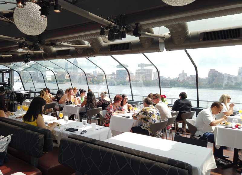 barco com brunch em nova york